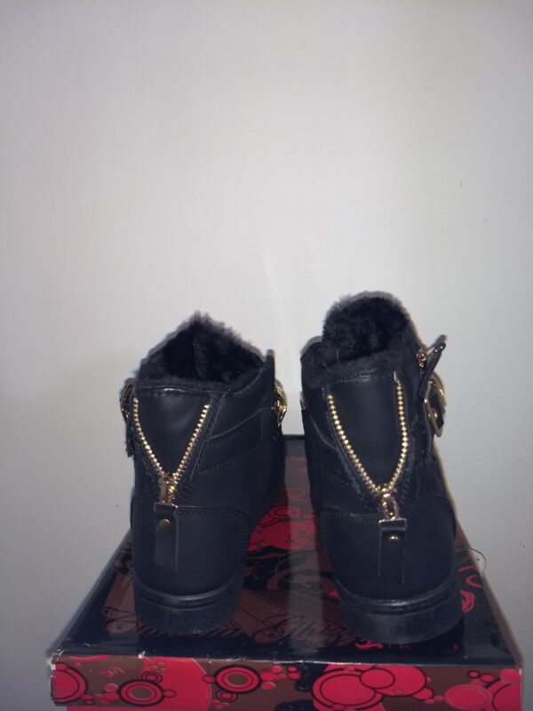 Black boots with chain